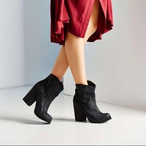 Jeffrey Campbell Showdown ankle boots. Sz 8